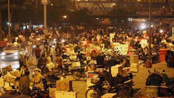 Chợ Long Biên về đêm